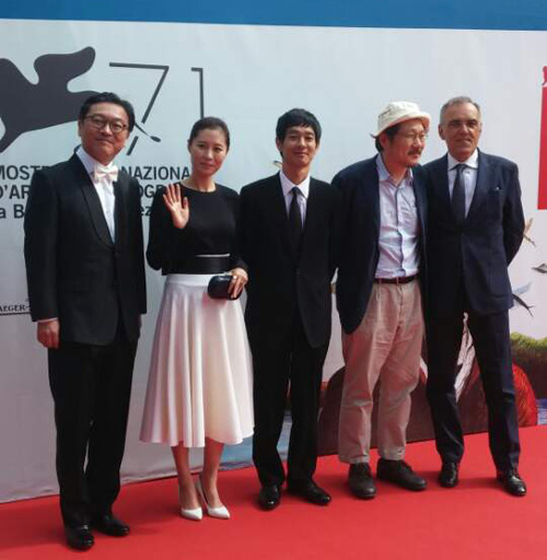 Director Hong Sang-soo (second from the right) attends a red carpet event at the Venice International Film Festival on Wednesday. /Courtesy of Jeonwonsa Film