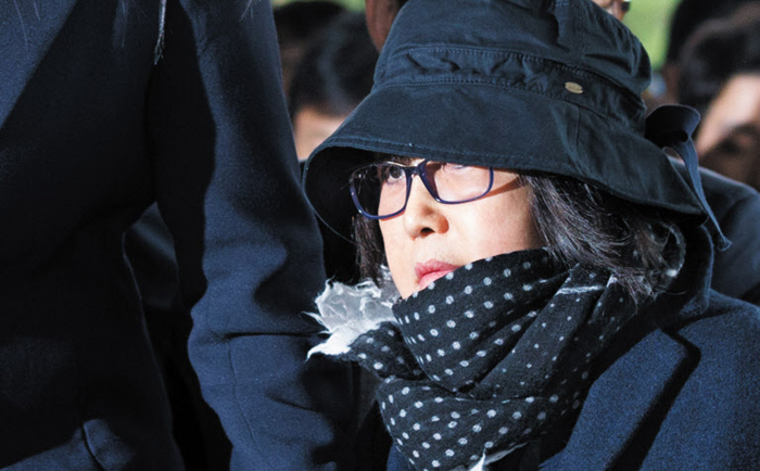 Choi Soon-sil Met by Angry Mob on Arrival for Questioning - The Chosun ... Angry Black Woman Face