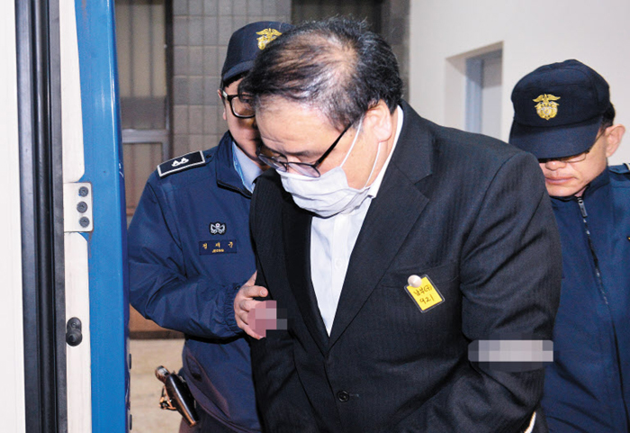 Samsung Electronics HQ Raided Over Choi Soon-sil Scandal