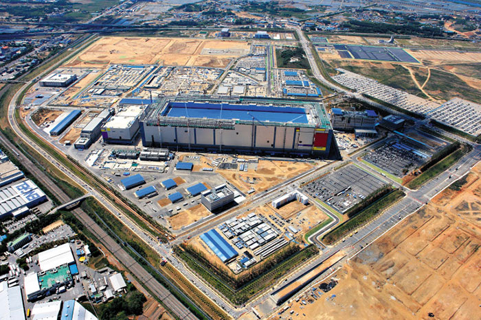 Samsung Opens New Mega Plant in Pyeongtaek