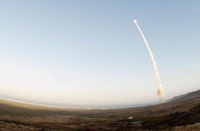 Korea, US, Japan vow 'maximum pressure' on N. Korea