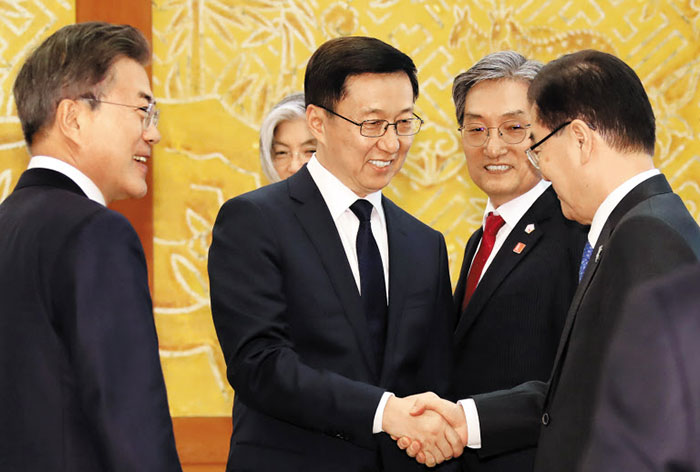 S. Korean president meets with visiting Japanese PM for Winter Olympics