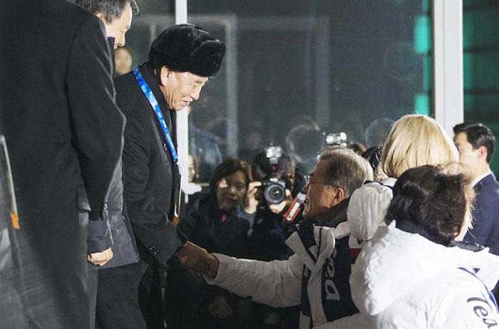 Мун Чже Ин провёл переговоры с представителем Северной Кореи