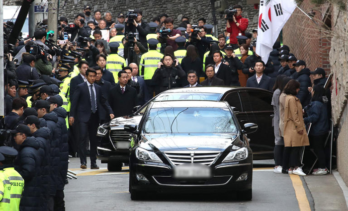 Ex-S.Korean president Lee Myung-bak questioned over corruption charges