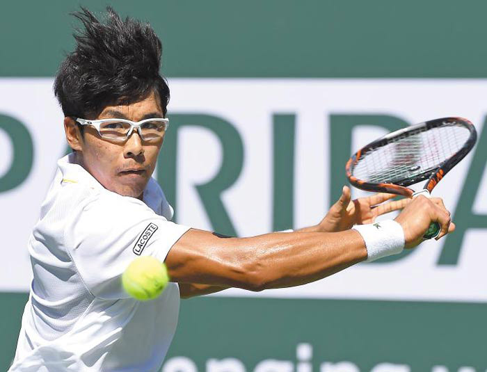 Chung Hyeon hits a shot at the BNP Paribas Open in Indian Wells California on Wednesday. /Yonhap