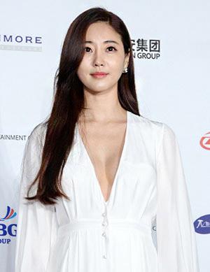 Sa-rang Kim nude 469
