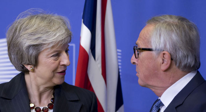 May and Juncker move forward on final draft of Brexit deal